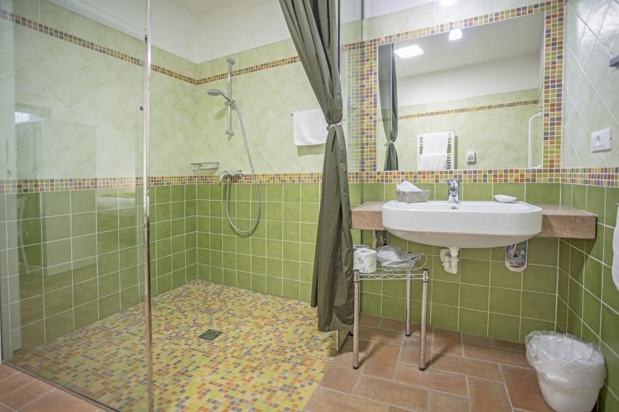 appartamento accessibile per disabili Agriturismo Cjargnei Bagno grande attrezzato per handicap